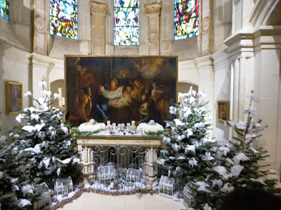 The chapel at Chateau de Chenonceau dressed up for Christmas