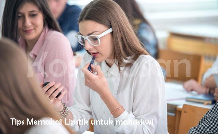 4 tips memakai lipstik yang cocok untuk anak kuliah