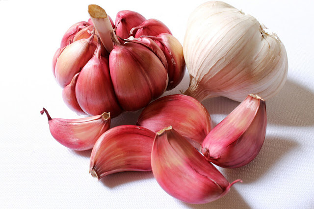 6 Benefits of Garlic for Hair Loss