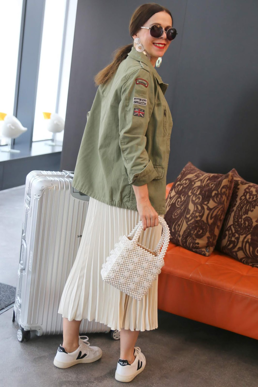 Outfit%2BSpring%2BSummer%2B2019_Pleated%2BSkirt%2BWhite%2BArket_Jacket%2BArmy%2BKhaki_Veja%2BSneakers%2BWhite_Bag%2BShrimps%2BPearls_Glasses%2BRound_Suitcase%2BAluminium%2BRimowa_IMG_2952