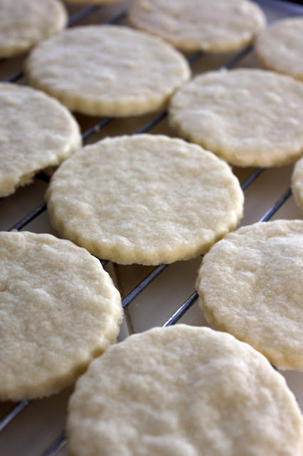 Recipe for Shortbread Cookies by freshfromthe.com.