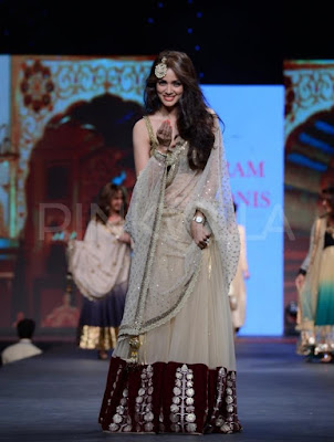 celebs-walk-for-vikram-phadnis-in-cpaa-fashion-show