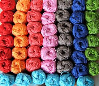 catona-kleuren-kussen-gehaakt