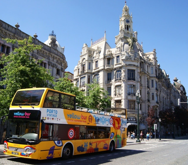 Yellow Bus no Porto