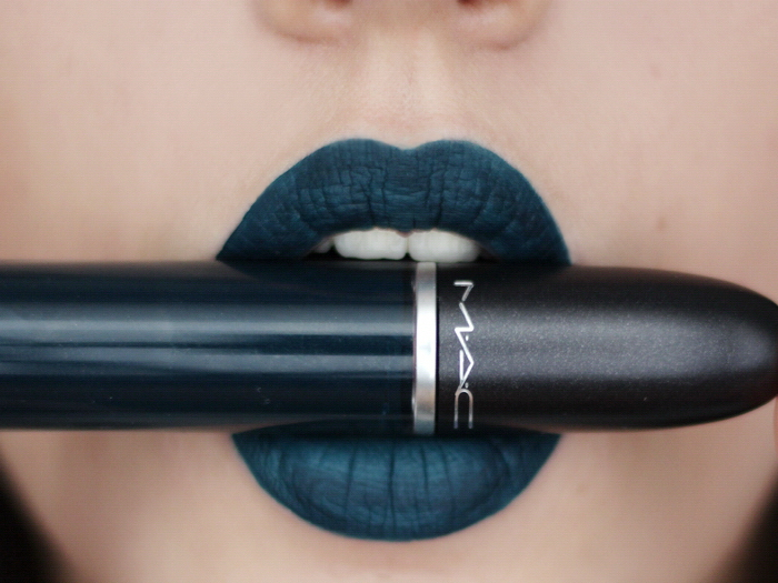 MAC retro matte young attitude