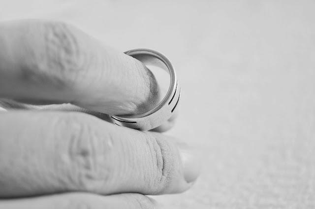 Τα διαζύγια - εξπρές γίνονται νόμος του κράτους