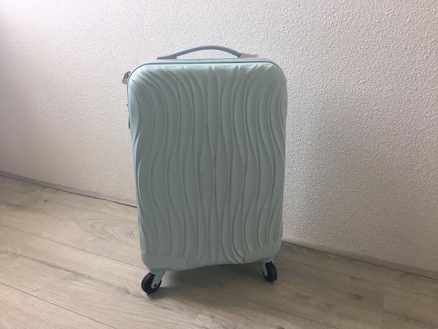4d9eb833389 ... mooie reizen gemaakt, zie Curaçao en Milaan. Maar ik miste nog een  fijne handbagage koffer. Met mijn grote tas slepen beviel me niet zo goed  namelijk.