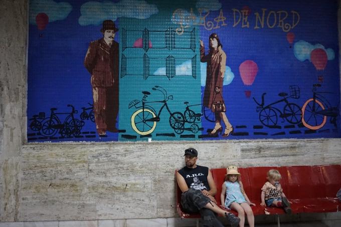 Bukarest, Romania ja lasten kanssa matkustaminen sekä julkinen liikenne: metro