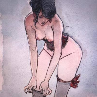 Desnudo de mujer acomodándose las medias