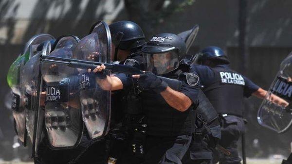 Maradona lamenta represión contra manifestantes argentinos