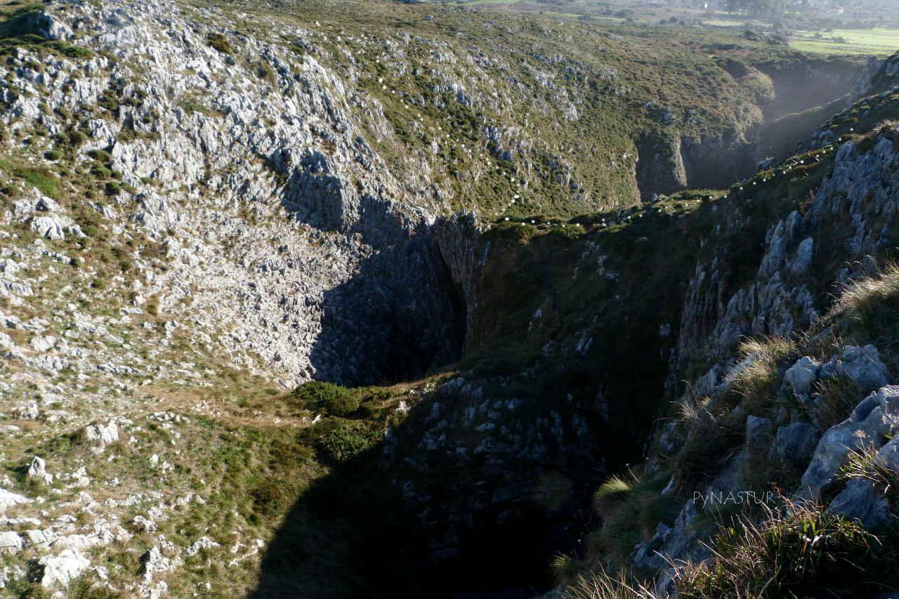 Pozo de Las Grallas en la zona de Los Bufones de Pría - Llanes