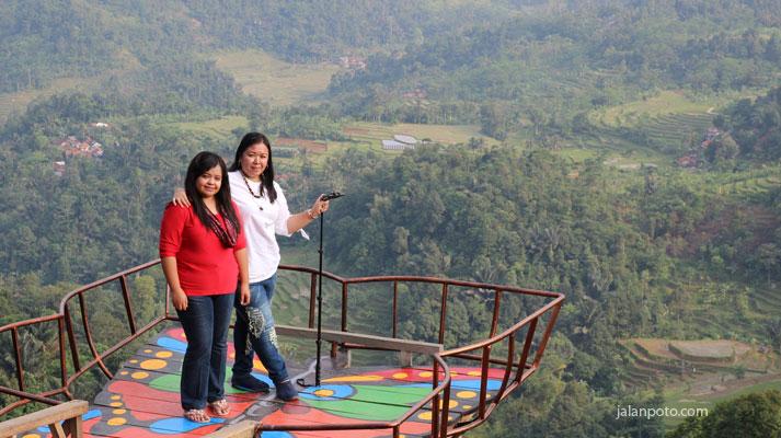Wisata Pabangbon terkenal dengan rumah pohon di bogor