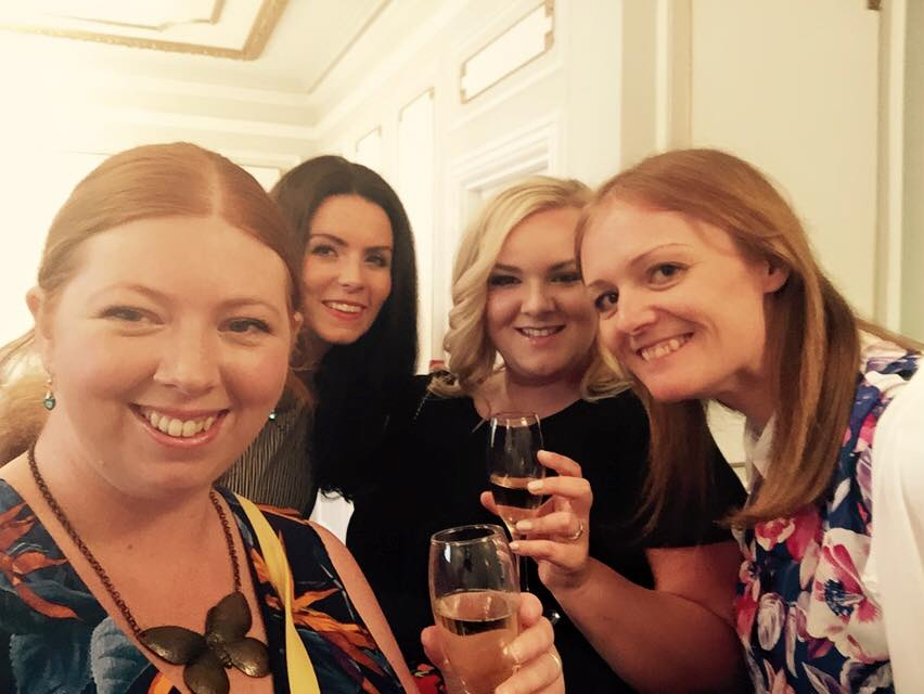 Top tips for hosting a top blogger event - bloggers selfie