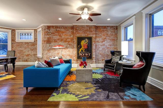Trang trí mảng tường của phòng khách bằng gạch thô