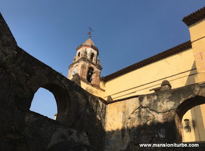 Torre del Templo de la Compañía en Pátzcuaro