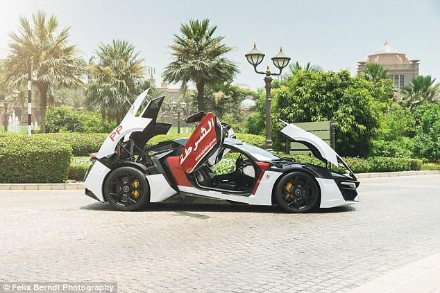 Mobil mobil keren ini ternyata adalah mobil kepolisian