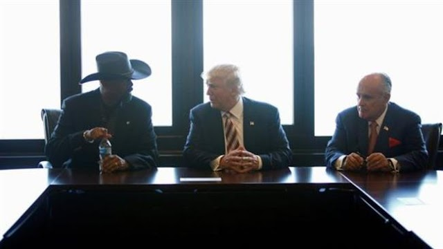 Donald Trump defends police shooting of black man in Milwaukee