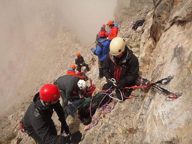 Η στιγμή της διάσωσης του ορειβάτη στον Όλυμπο