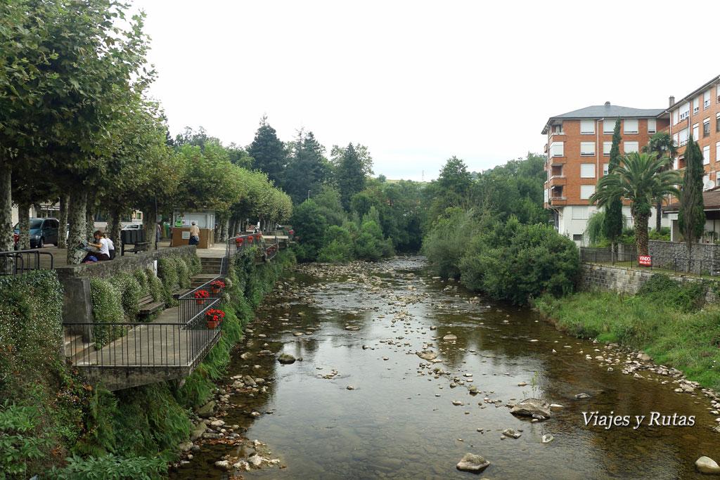 Puente de la estación y Paseo del Hombre pez en Liérganes
