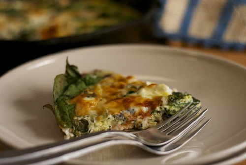 healthy breakfast low carb, greek frittata, omelet with goat cheese and herbs