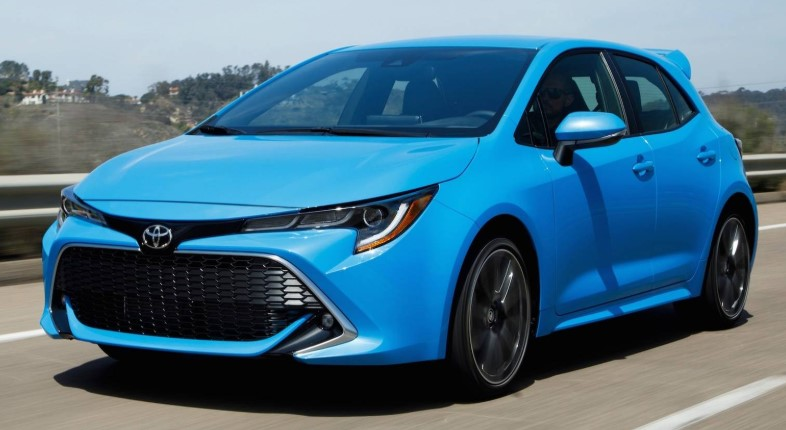 2021 toyota corolla hatchback reviews