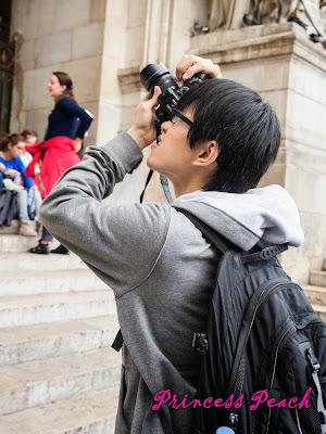 拍照的男人真帥氣