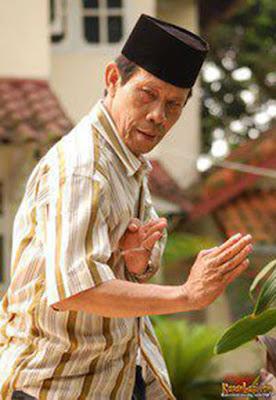Profil H. Maling Tong tong           Biodata   Nama lahir : H Malih  Nama lain : Malih Tong Tong  Lahir : 12 April 1960   Jakarta, Indonesia  Pekerjaan : aktor, pelawak  Tahun aktif : 1990 - sekarang  Hubungan : Bolot (Duet-Maut)  Agama : Islam  Malih Tong-Tong (lahir 12 April 1960) adalah pelawak, pemeran, dan seniman lenong Indonesia. Dalam setiap penampilannya dalam melawak, Malih biasa tampil bersama Bolot. Selain melawak, Ia juga berperan dalam sinetron komedi atau menjadi bintang tamu dalam sejumlah acara televisi. Acara TVSunting  Indonesia Lawak Klub - Trans 7  Filmografi Sunting   The Police (film) (2009)  Mas Suka, Masukin Aja-Besar Kecil I'ts Okay (2008)  Sehidup (Tak) Semati (2010)  Ada Apa dengan Pocong? (2011)  Pocong Minta Kawin (2011)  Bukan Pocong Biasa (2011)  SinetronSunting alamat rumah malih tong tong anak malih tong tong anaknya malih tong tong asal usul malih tong tong biografi malih tong tong download foto malih tong tong dp lucu malih tong tong dp malih tong tong film malih tong tong foto lucu malih tong tong foto malih tong tong foto malih tong tong ketawa gambar lucu malih tong  Akibat Pernikahan Dini (2013)  Emak Ijah Pengen Ke Mekah (2014) (sebagai Haji Romli/Babe Kisut/Babe Suneo/Haji Tonggar).