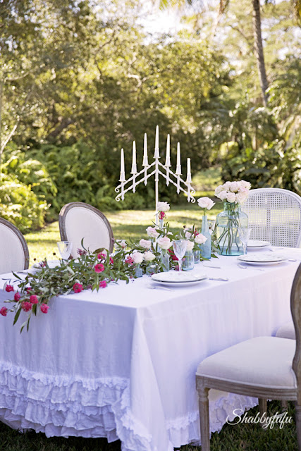 tablescape design tips - a beautiful and bright outdoor spring tablescape