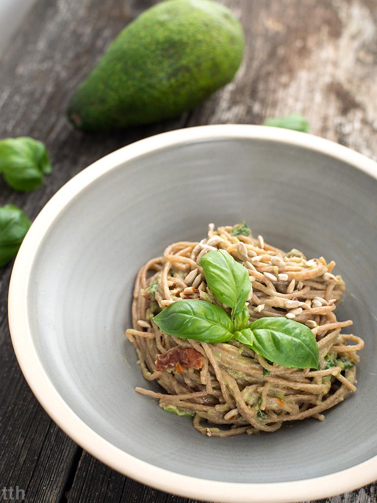Spaghetti z awokado wegańskie blog roślinny