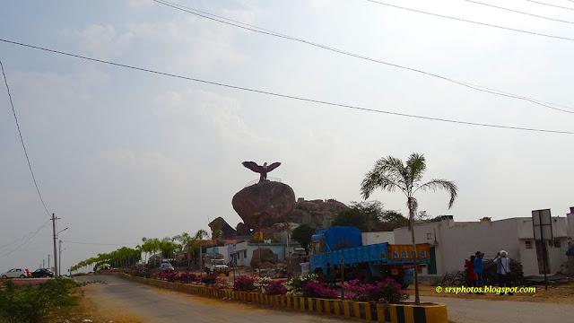 Jatayu Giant Status on the Rock Near Lepakshi Temple, Anantapur, Andhra Pradesh, India, srsphotos.blogspot.com