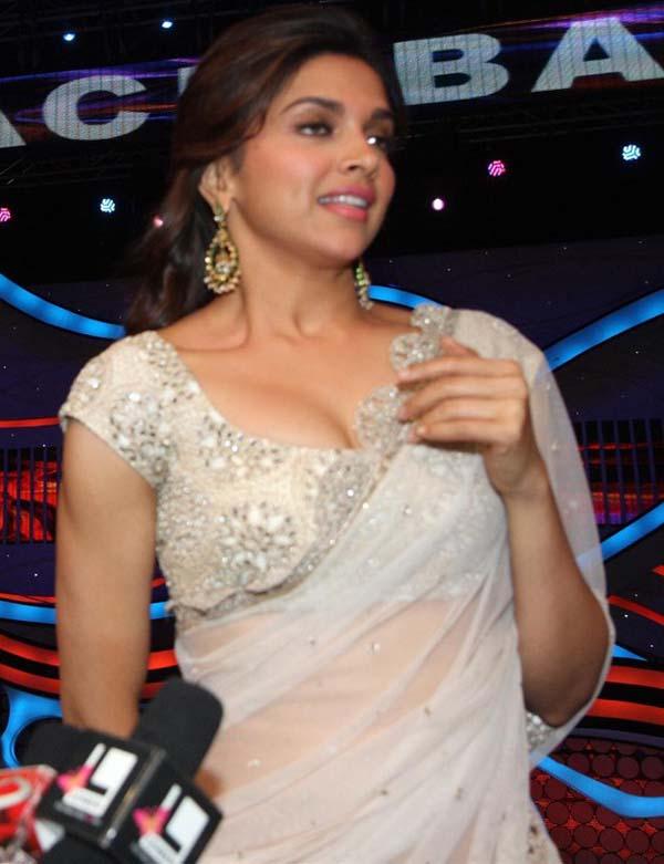 Deepika Padukone Hot Photos In Sharee, Height Weight Bra -3104