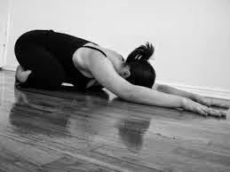3 Pose Terbaik Untuk Sakit Senggugut (Period Cramps)