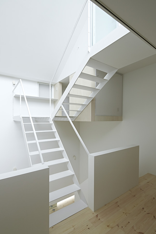 13-A-L-X-Sampei-Junichi-Architecture-Building-that-Envelops-Beauty-www-designstack-co
