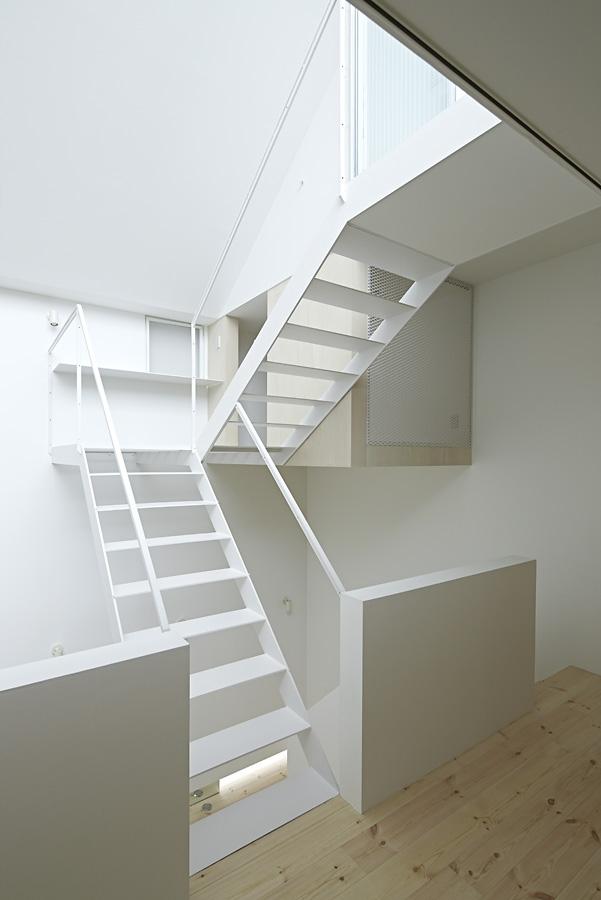 13-A-L-X-Sampei-Junichi-Architecture-Building-that-Envelops-Beauty-www-designstack-co