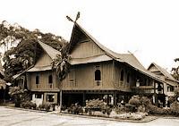 Keunikan-Sejarah-Rumah-adat-Tradisional-Selaso-Jatuh-Kembar-Riau