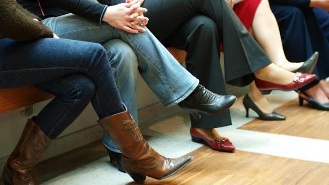 ما هي أضرار الجلوس في وضعية ساق علي ساق