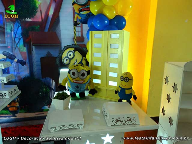 Decoração de festa de aniversário Minions - Mesa provençal simples