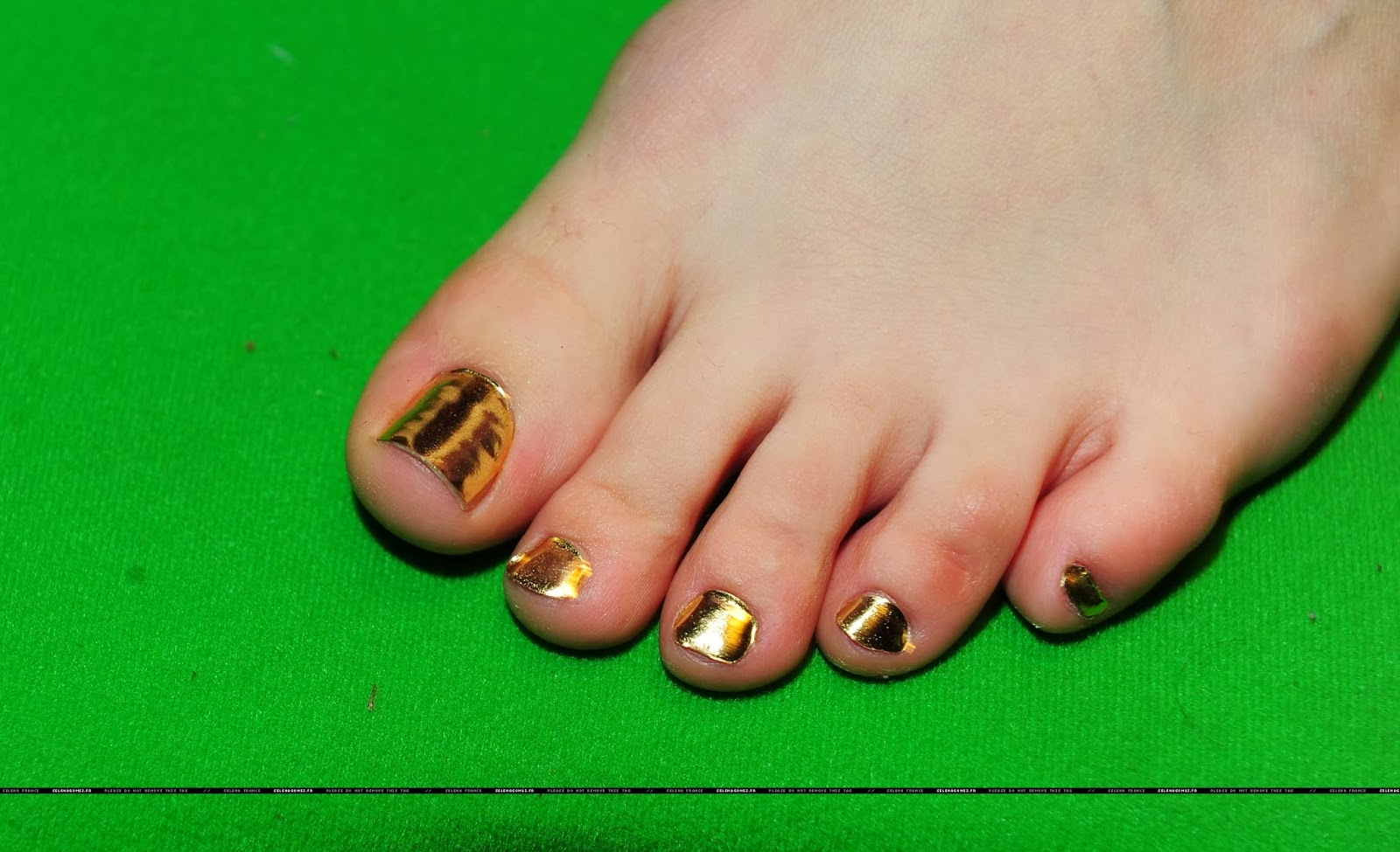 selena gomez naked with feet
