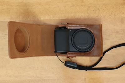 RICOH GRIII/GRII/GR ケース ショルダーストラップ付き PUレザー カメラバッグ Sooyeeh 軽量 携帯便利 落下防止 標識ロゴ表示 旅行 撮影用品収納 アウトドア撮影 男女兼用 (ブラウン)