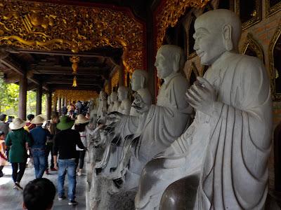 バイディン寺(Bai Dinh Pagoda)の石仏