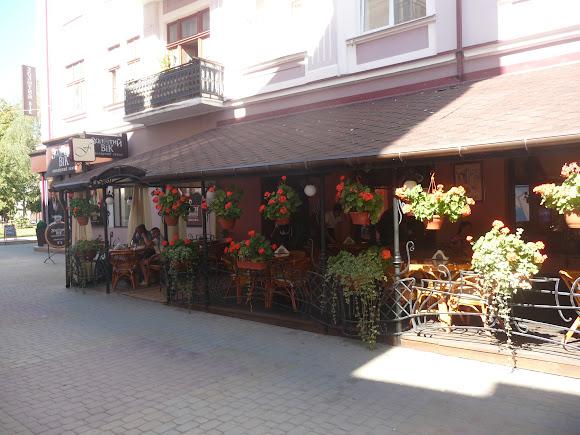Тернополь. Летняя терраса кафе