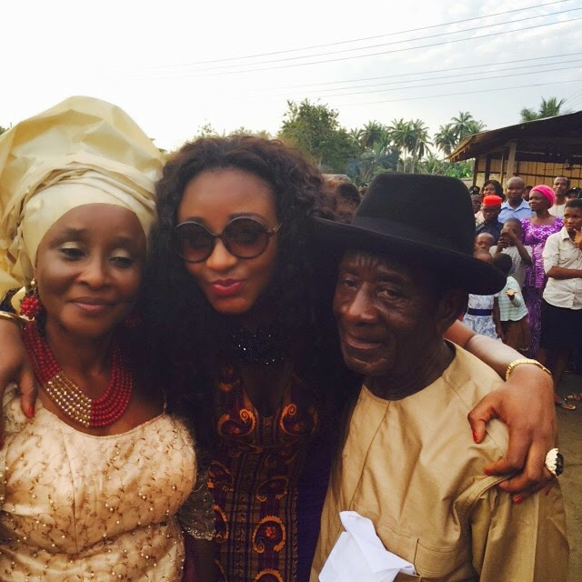 Nov 15 2017 Ini Edo Flaunts Pas Dad Mum At Younger Sister S Wedding In Akwa Ibom Pictures