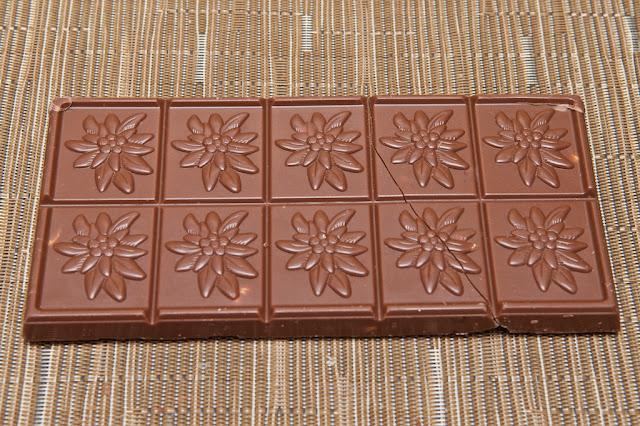 Chocolat Lait Noisettes & Biscuit Villars - Villars Maître Chocolatier - Dessert - Chocolat au lait - Milk Chocolate - Swiss Chocolate - Chocolat Suisse - Tablette Villars - Biscuit Noisettes - Hazelnuts