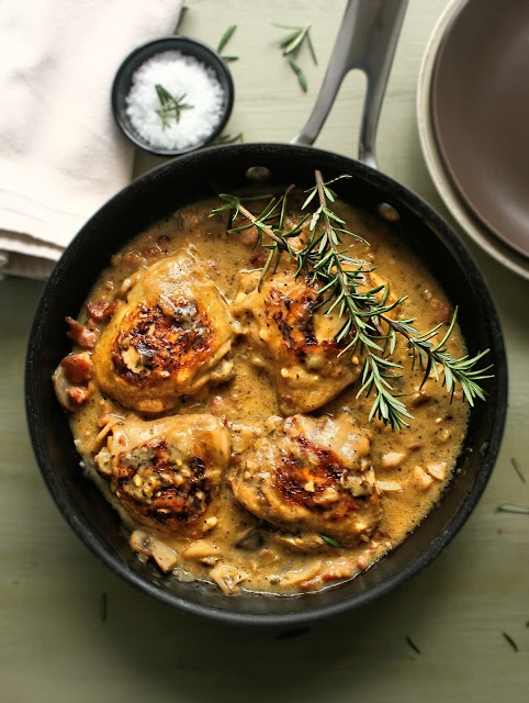 Chicken with lemon juice and rosemary.