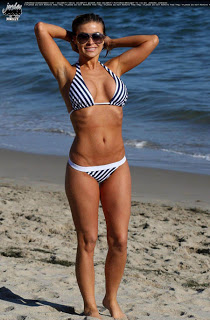 Carmen Electra hot singer photos bikini pictures