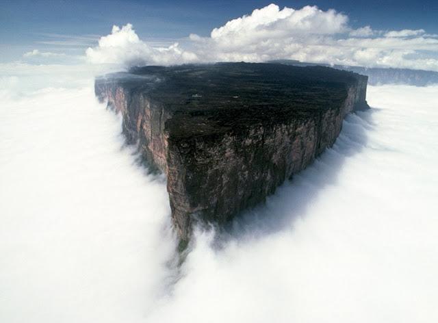 Monte Roraima entre as nuvens