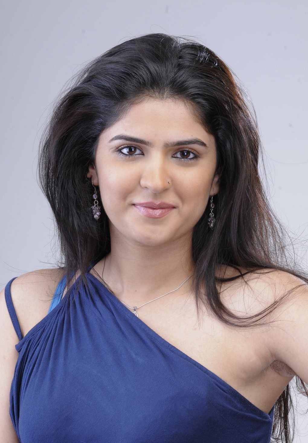 Tamil film 'Vettai Mannan' actress Deeksha Seth Ultra 4K Wallpapers