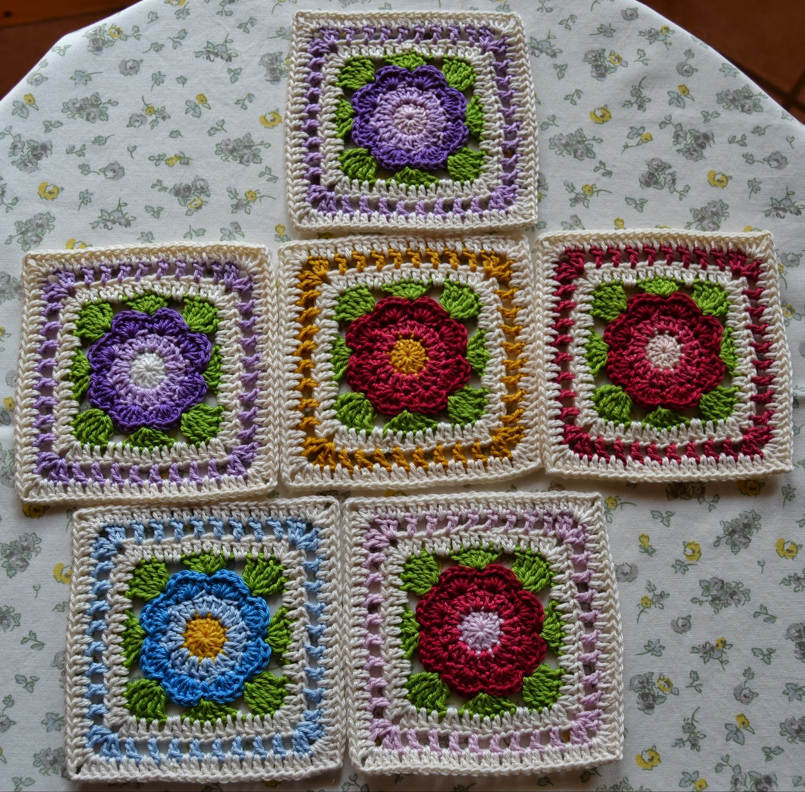 Atelier Marie-Lucienne: Flowery Granny Squares / Blumengrannys