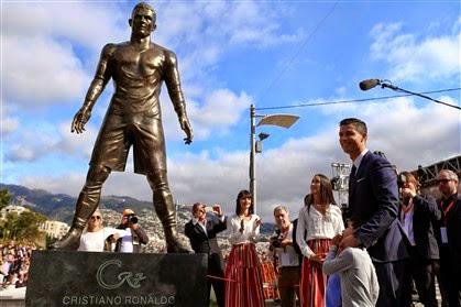 8ae4270584961 Cristiano Ronaldo inaugura a sua estátua no Funchal