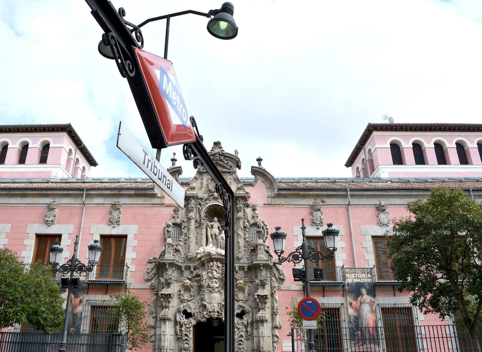 Tribunal metro stop, Metro Tribunal, Calle Fuencarral